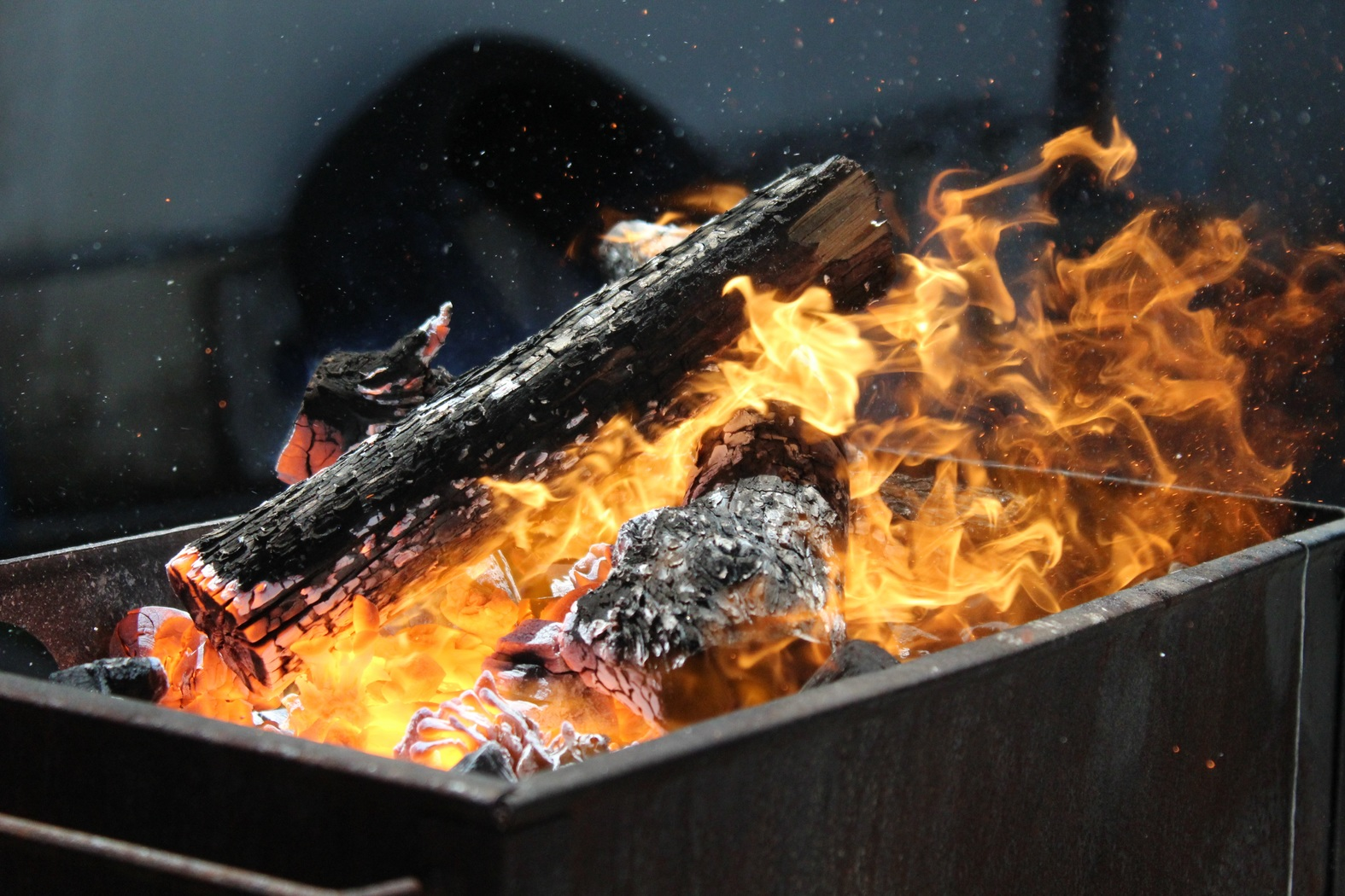 Gas Grills versus Charcoal Grills – Which one is best?